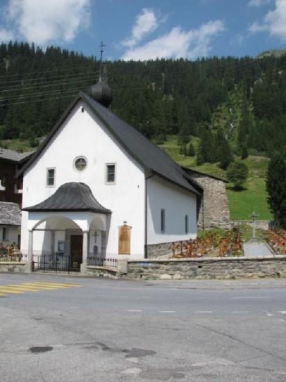 Gletsch-Oberwald: marcheur prie pour rester vivant !